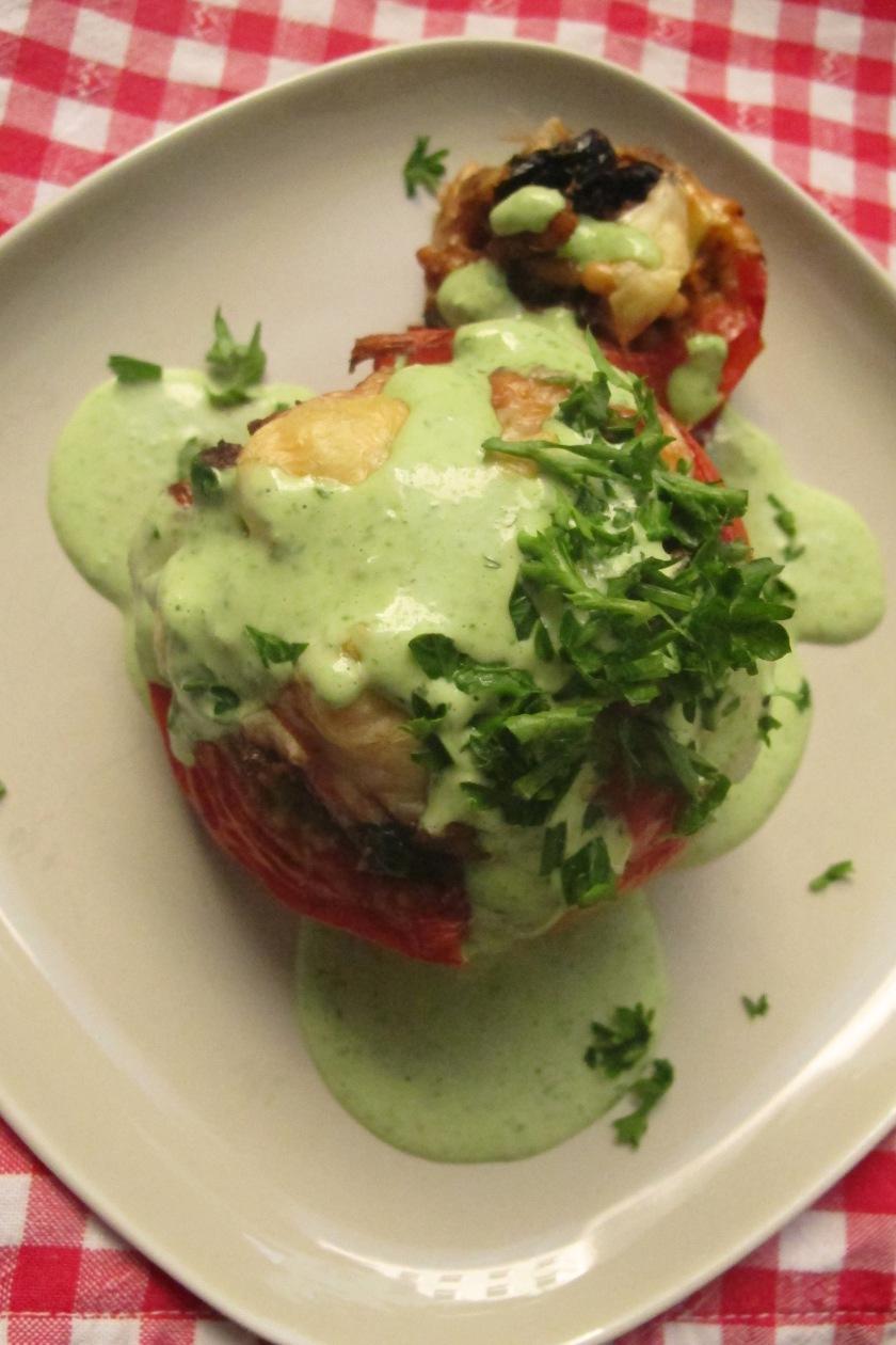 Gratiniertes Gemüse mit grüner Tahinasauce