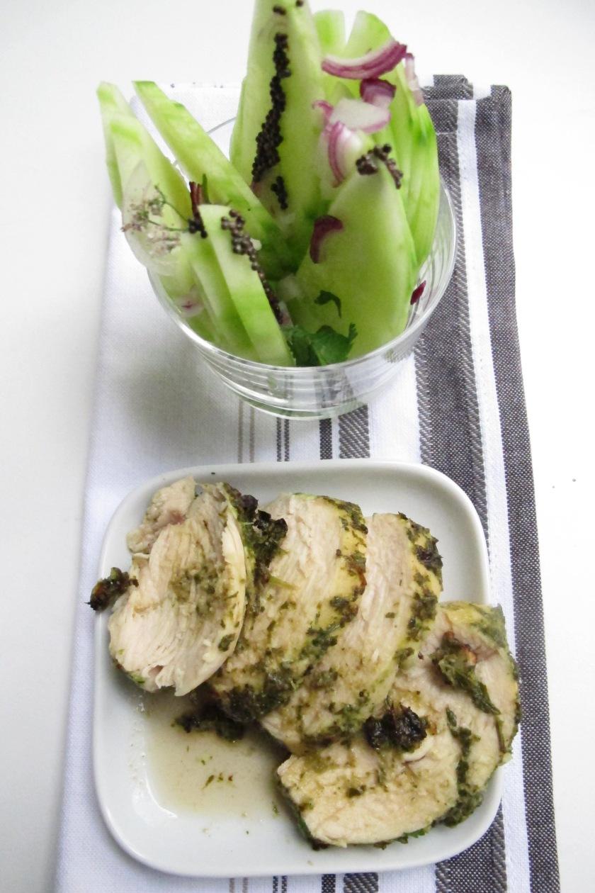 Marinierte Hühnerbrust mit asiatischem Gurkensalat