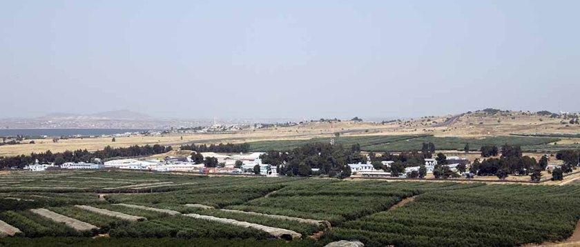 ein Blick zum nächsten Kibbuz in Richtung Syrien