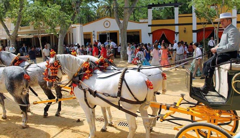 mit der Pferdekutsche kann man das ganze Feria-Gelände abfahren.