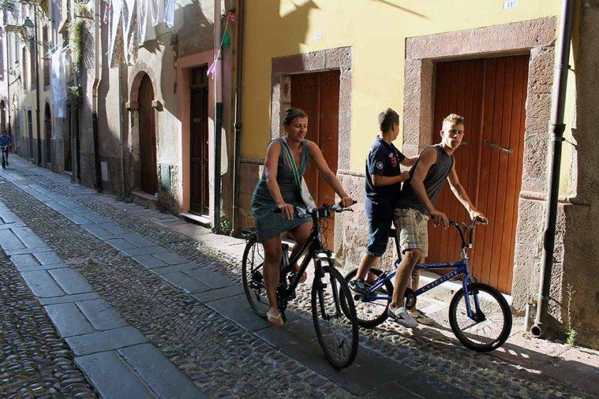 Straßenleben in Bosa