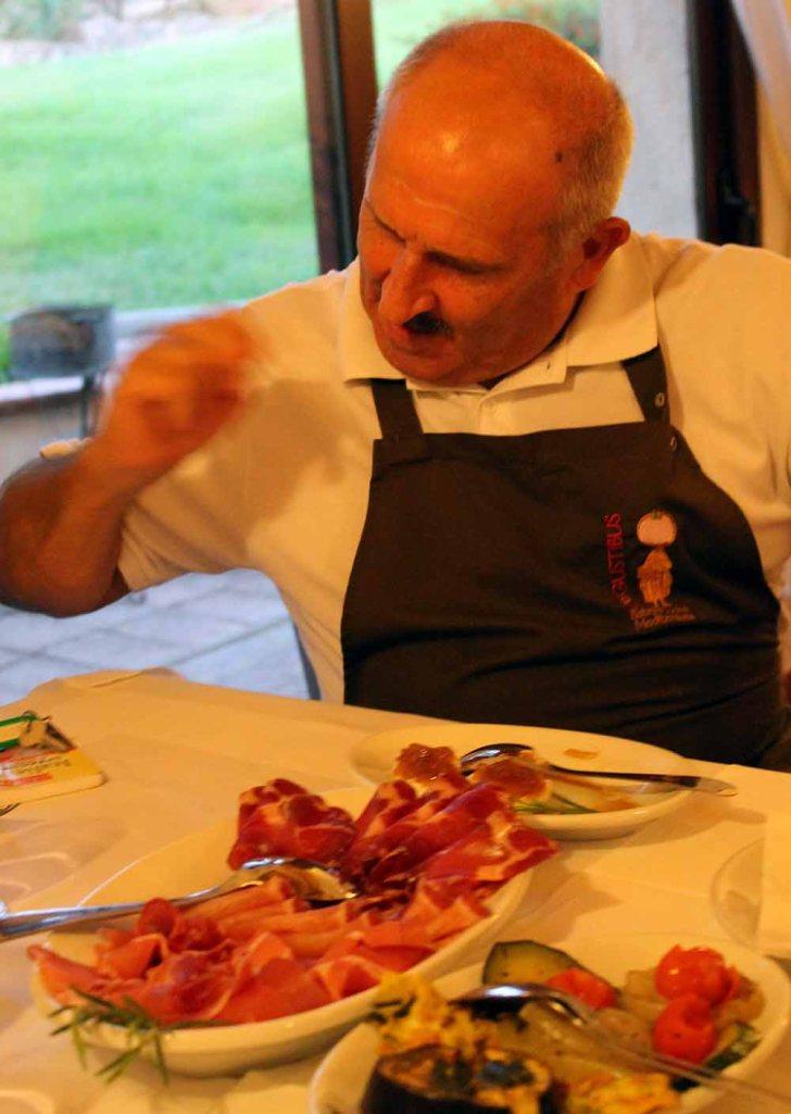 Koch vom Candella bei Tisch