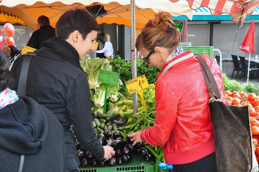 Elisabeth Buchinger und ich auf einer unserer Markttouren