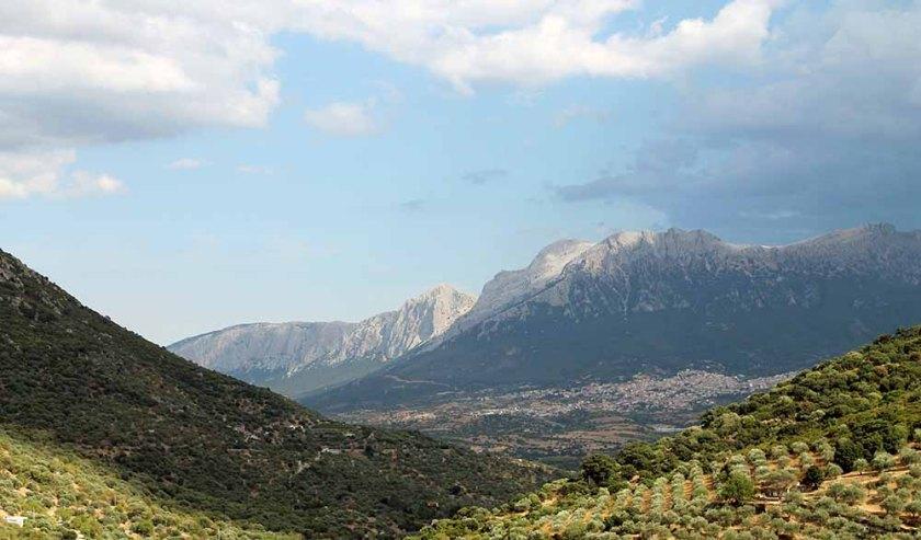 Blick auf die Berge und ins Land