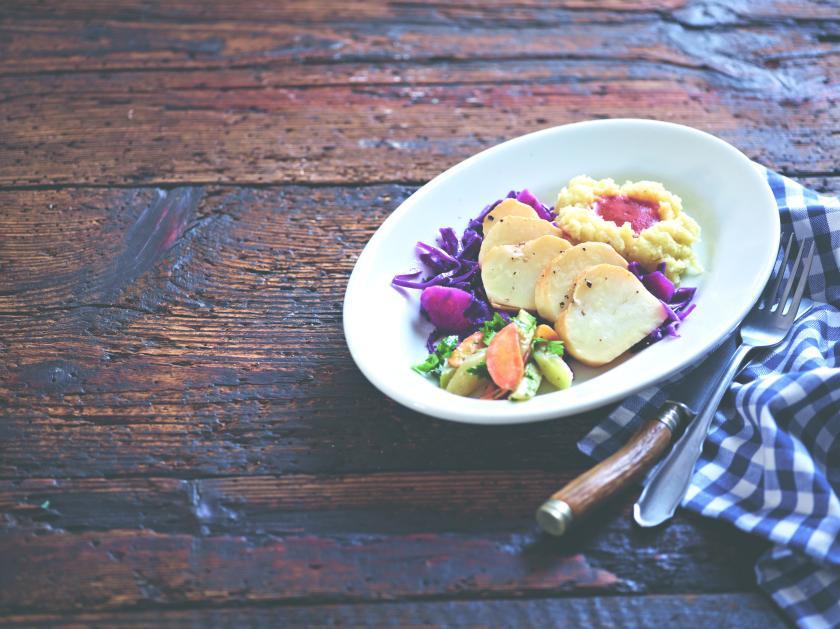 Selleriebraten aus Meine vegane Küche, Surdham Göb, Fotografie Oliver Brachat