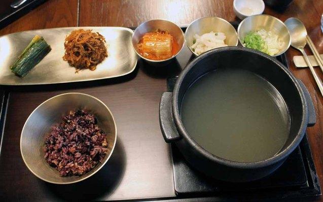 Zehrungsessen auf koreanisch und österreichisch: Rindsuppe