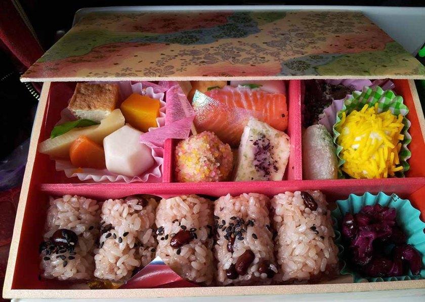 Bento-Box im Zug
