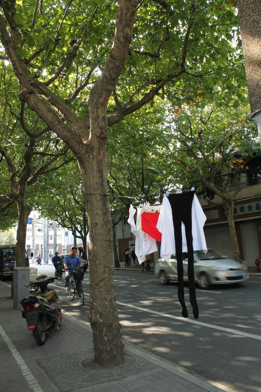 Unterwäsche der Shanghainesen am Straßenrand