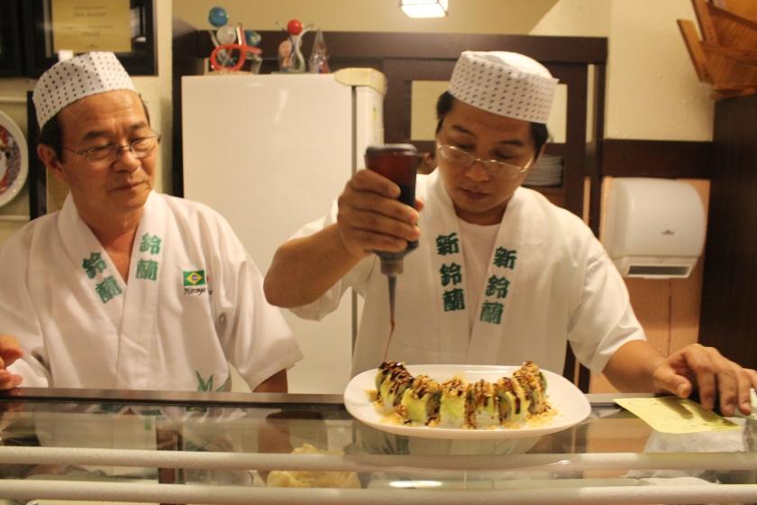 Senior und Junior Takano im japanischen Restaurant Suzuram in Manaus philosophieren über die Verwendung von Amazonasfisch