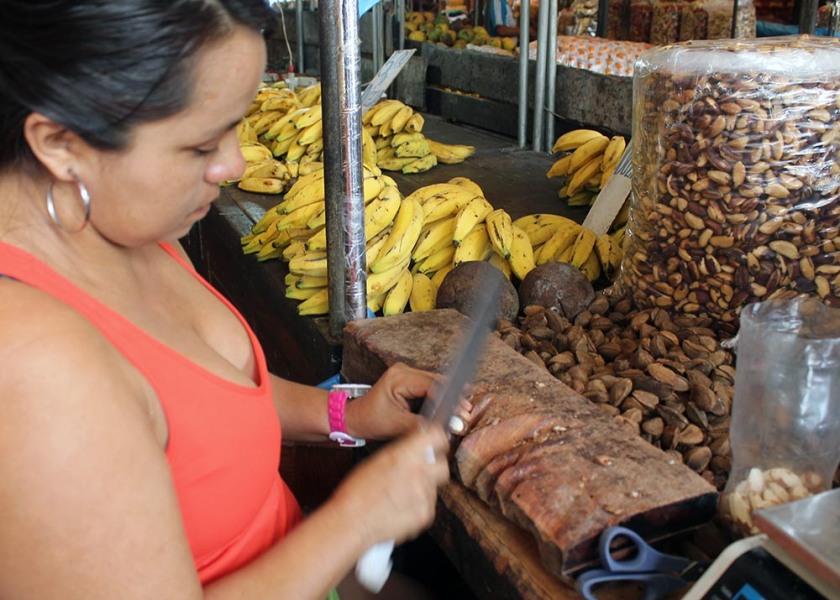 die Pará-Nüsse-Frau