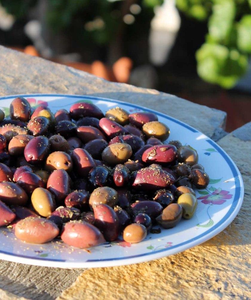 Griechische Oliven zum Aperitif