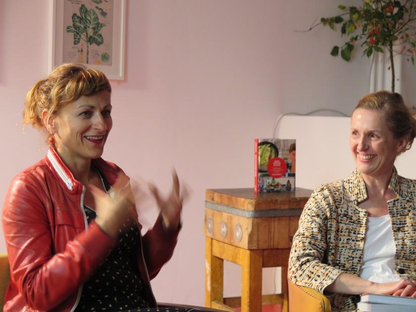Buchpräsentation mit Katharina Höhnk.... wenn ich nur meine Hände mal lassen könnte...