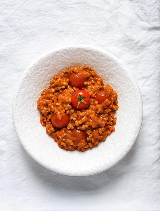 Dinkelrisotto mit Tomaten (c) Juliette Chrétien, AT Verlag / www.at-verlag.ch
