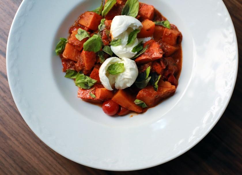 Tomaten brauchen Fett! Daher unbedingt mit ausreichend Olivenöl würzen.