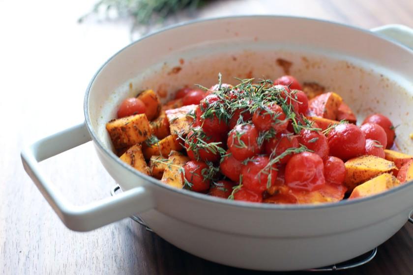 Kürbis, Knoblauch, Thymian, Tomaten