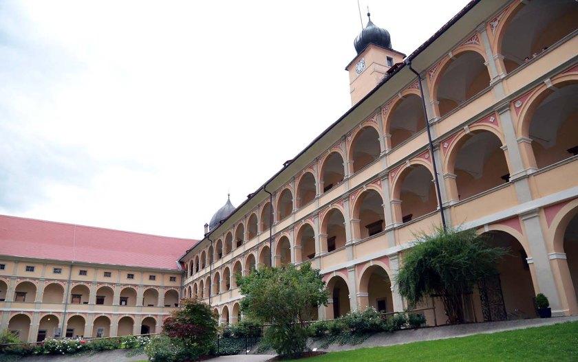 (c) Abtei Sekkau